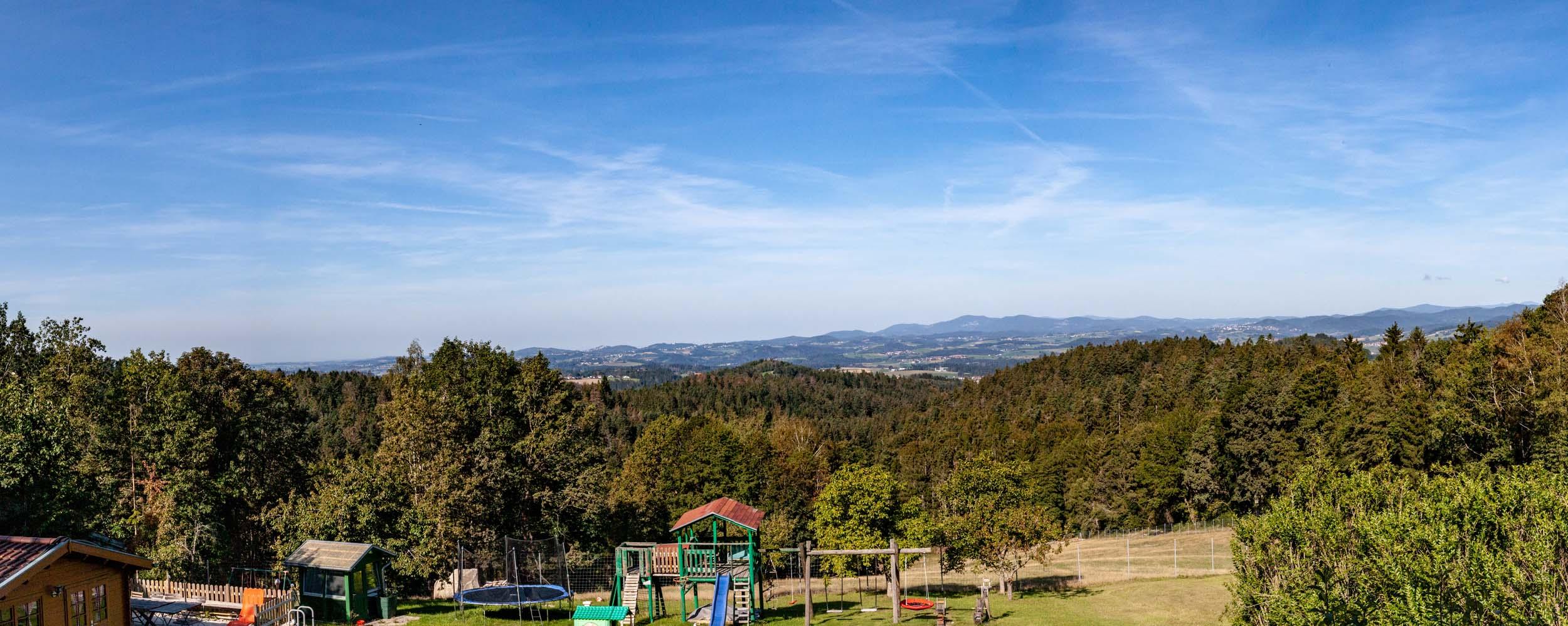 HAUSER HOF Panorama Spielplatz